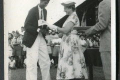1952 - Ganesan receiving award